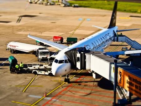 airport-1105980_640