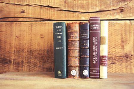 books-923898_640
