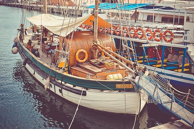 fishing-boat-336544_640