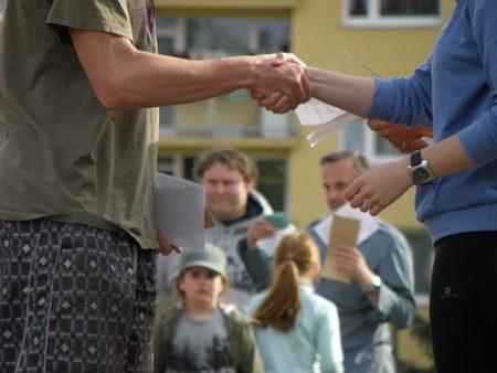 handshakes-930181_640