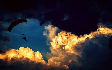 parachute-1843350_640-min