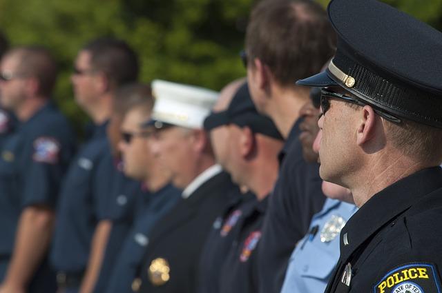 police-officer-829628_640
