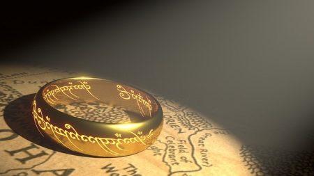 ring-1692713_640-min