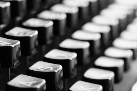 typewriter-726965_640