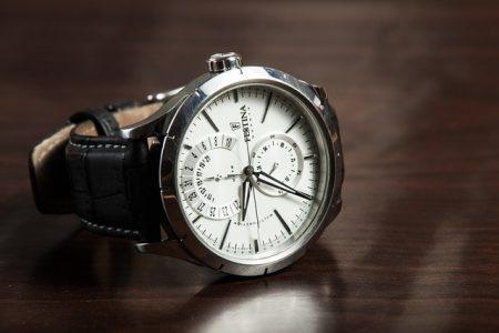 wristwatch-407096_640-min